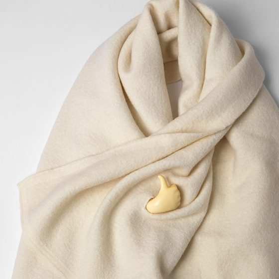 ISSEY MIYAKE Thumbs Up Stole