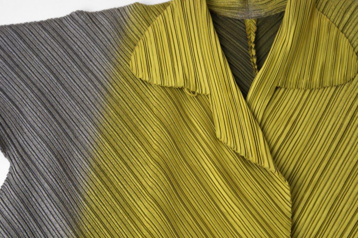ISSEY MIYAKE Gradient Woven Pleats Coat